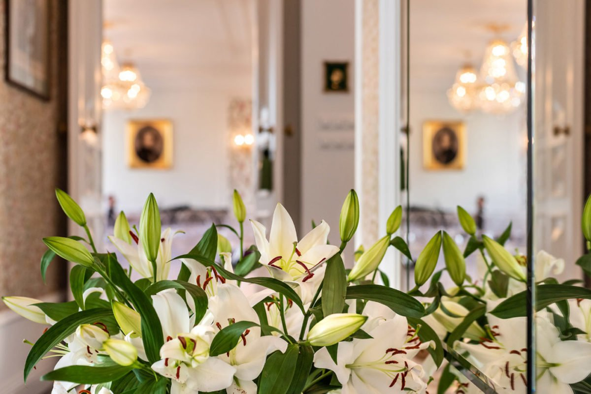 white lilies at fryderyk concert hall